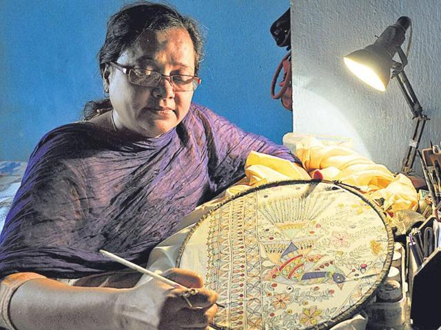 Daisy-Sinha-is-busy-pursuing-her-passion-of-Madhubani-paintings-at-her-residence-in-Ranchi-Diwakar-Prasad-HT-photo