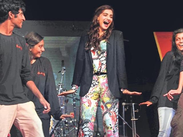 At-a-college-event-in-Mumbai-Sonam-Kapoor-was-seen-performing-alongside-students-to-some-recent-hits-Photos-Prodip-Guha