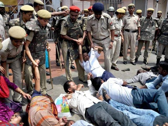 Security-personnel-trying-to-stop-activists-of-Krishak-Mukti-Sangram-Samiti-KMSS-protesting-inside-Assam-Legislative-Assembly-ALA-in-Guwahati-on-Wednesday-PTI-Photo