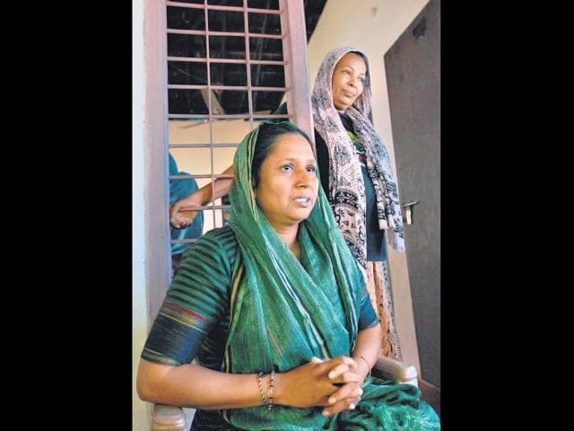 Sajidha-and-her-mother-Afsat-recently-prevented-a-child-marriage-in-their-neighbourhood-Vijayanand-Gupta-HT-Photo