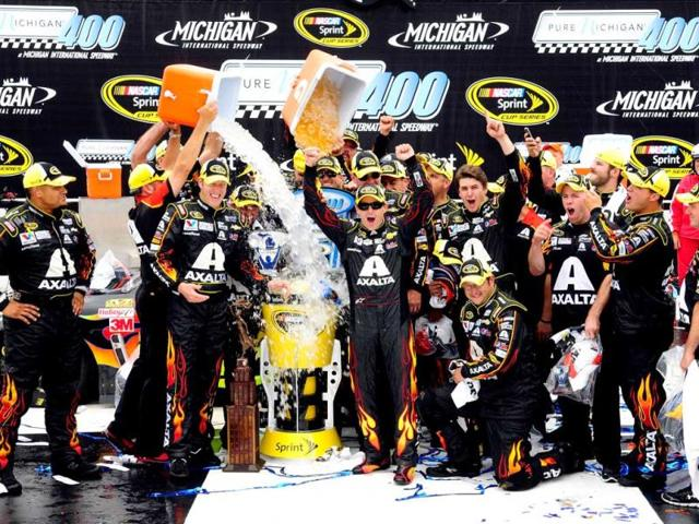 Jeff Gordon, driver of the #24 Axalta Chevrolet, and Alan Gustafson, his crew chief, participate in the ALS Ice Bucket Challenge after winning the NASCAR Sprint Cup Series Pure Michigan 400 at Michigan International Speedway. (AFP Photo)