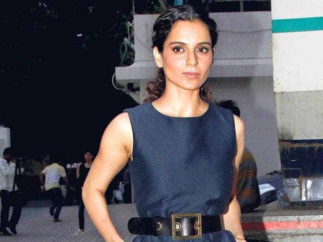 Kangana-Ranaut-strikes-a-pose-for-the-shutterbugs-Photos-Yogen-Shah