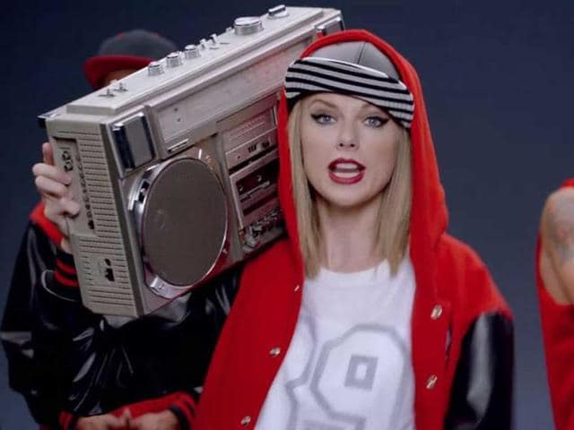 Taylor-Swift-in-her-video-Shake-it-Off