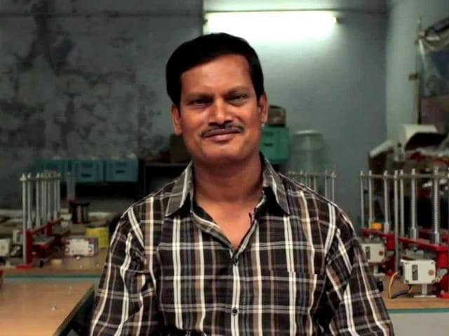 Arunachalam-Muruganantham-created-and-patented-a-machine-which-could-manufacture-low-cost-sanitary-pads-for-less-than-a-third-of-the-cost-of-commercial-pads-Photo-credit-Facebook