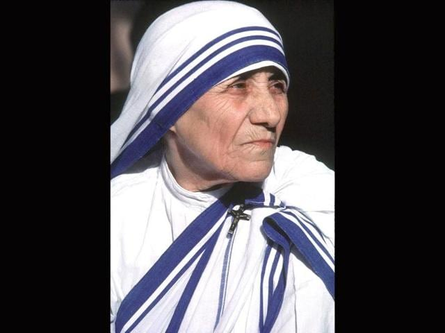 Mother-Teresa-right-gives-her-blessing-to-a-child-at-the-Gift-of-Love-Home-on-October-20-1993-in-Singapore-AFP-Photo
