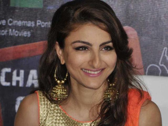 Bollywood-actor-Soha-Ali-Khan-talks-about-her-upcoming-movie-Chaarfutiya-Chhokare-in-Bhopal-on-Friday-Praveen-Bajpai-HT-photo