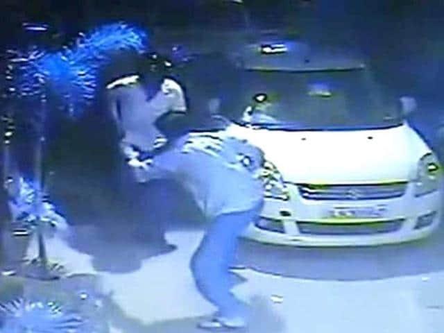 Jitender Singh Shunty,bjp mla attacked in delhi,attack caught on camera
