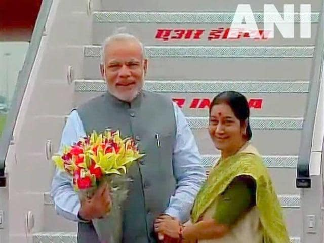 EAM-Sushma-Swaraj-receives-PM-Narendra-Modi-on-his-arrival-in-Delhi-after-five-day-Japan-visit-ANI-Photo