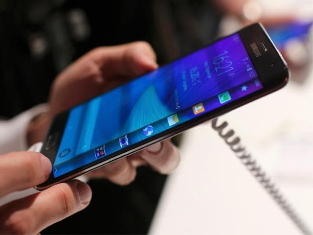 A visitor holds a new Samsung Galaxy Note Edge smartphone after its presentation at the Unpacked 2014 Episode 2 event in Berlin. (Reuters/Hannibal Hanschke)