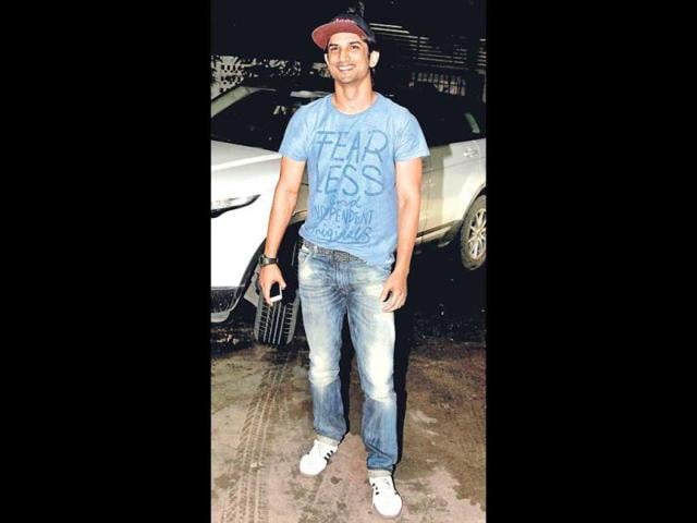 In-this-picture-by-Sushant-Singh-Rajput-he-and-girlfriend-Ankita-Lokhande-share-a-light-moment-His-caption-Aise-tera-main-jaise-mera-tu