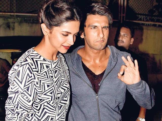 Rumoured-couple-Deepika-Padukone-and-Ranveer-Singh-at-Finding-Fanny-screening-Photos-Yogen-Shah