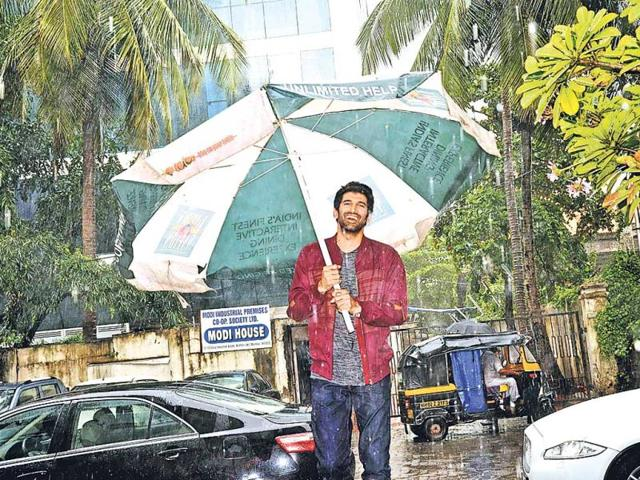 Aditya-Roy-Kapur-found-a-rather-large-umbrella-to-keep-himself-dry-Photos-Viral-Bhayani