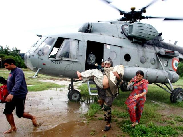 Helicopters carrying out rescue, relief & evacuation of people marooned during the flood fury in Jammu and Kashmir. (Photo by IAF)