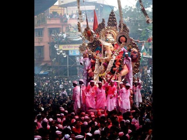 Worshipping on streets,Bombay high court,Dahi handi