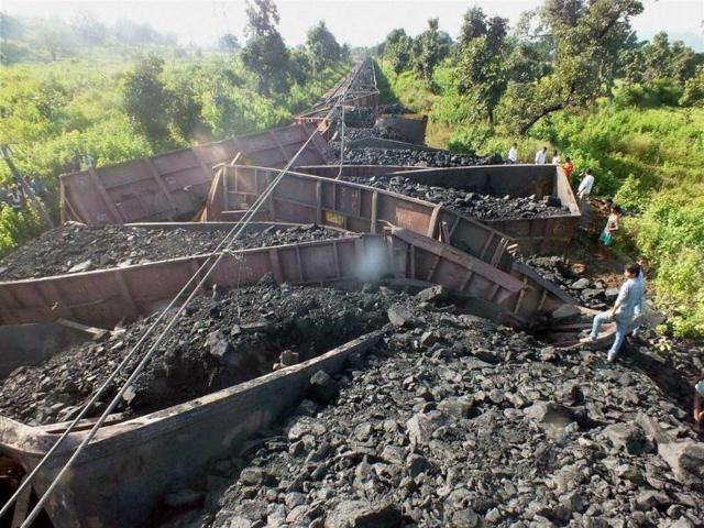 Maoists,Palamu Express,train derailment