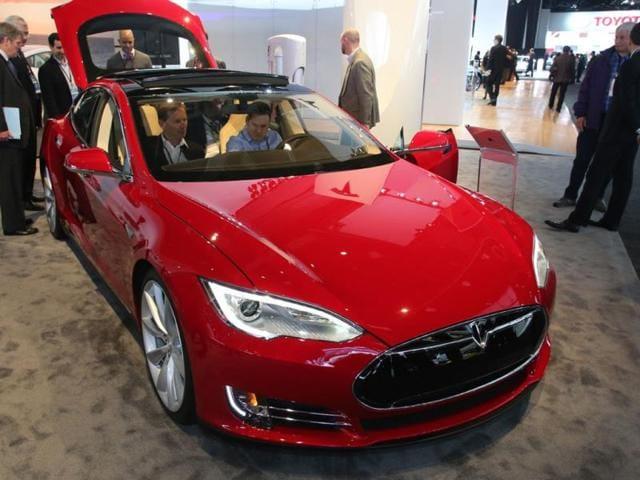 Tesla,S sedan,tesla internet connected