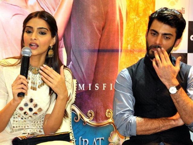 Sonam-Kapoor-Fawad-Khan-during-the-promotion-of-Khoobsurat-in-Jaipur