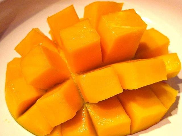 Eating mangoes helps lower blood sugar level, say scientists