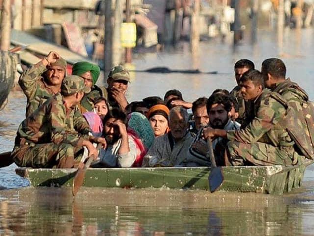 Flood-affected-Kashmiri-residents-ride-on-an-Indian-Army-raft-in-Srinagar-AFP-Photo