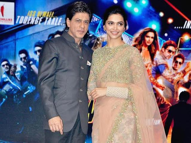 Shah-Rukh-Khan-and-Deepika-Padukone-strike-a-pose-at-the-music-launch-of-Happy-New-Year