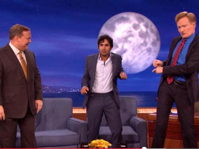 Kunal-Nayyar-teaches-some-Bollywood-moves-to-Conan-O-Brien