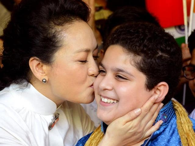 China-First-Lady-Peng-Liyuan-centre-greets-a-child-from-Tagore-School-in-New-Delhi-on-September-18-2014-HT-Photo