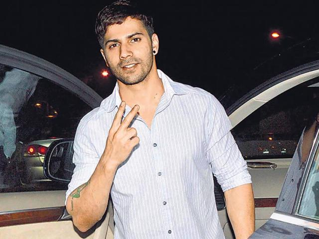 Varun-Dhawan-Dhawan-junior-turned-up-for-a-movie-screening-in-a-grey-trilby-hat-He-looked-like-a-member-of-an-international-boy-band-ready-to-show-off-some-dance-moves