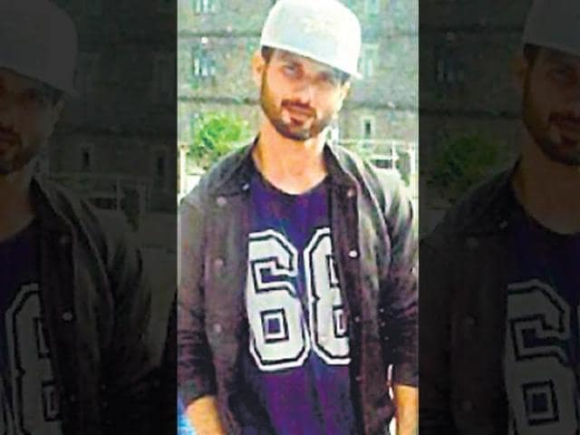 Shahid-Kapoor-The-actor-seems-to-be-keeping-up-with-the-mad-hatter-trend-In-a-picture-uploaded-on-a-social-networking-site-recently-Shahid-was-clicked-wearing-a-jersey-with-a-snapback-cap