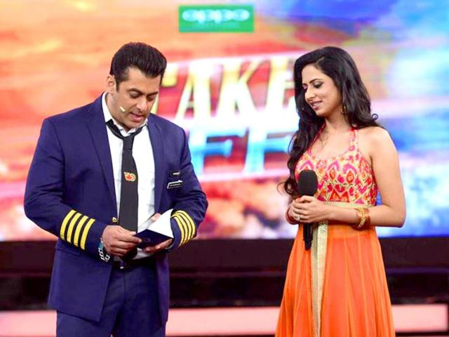 Sargun Mehta shares the stage with Salman Khan during the Bigg Boss 8 premiere. (Photo: Colors.in)