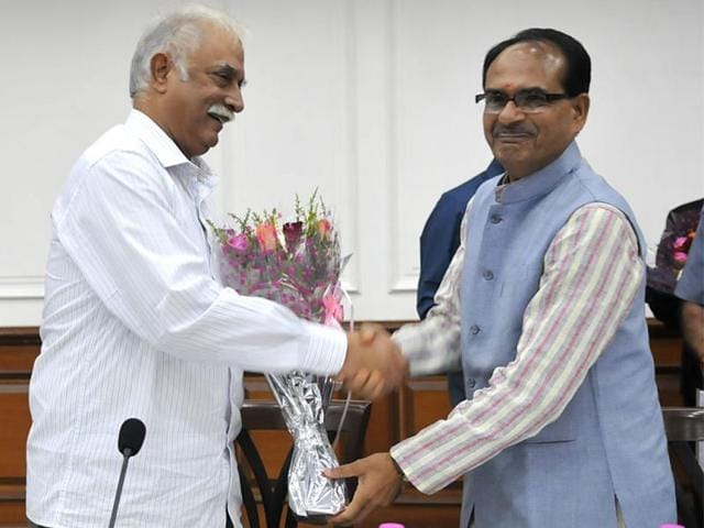 Union-civil-aviation-minister-Ashok-Gajapathi-Raju-met-CM-Shivraj-Singh-Chouhan-in-Bhopal-on-Thursday-to-discuss-possibilities-of-improving-air-connectivity-in-MP-Mujeeb-Faruqui-HT-photo