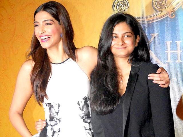 Sonam-Kapoor-with-sister--Rhea-Kapoor