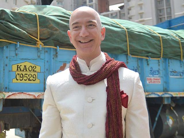 Amazon-CEO-Jeff-Bezos-at-Orion-Mall-Source-Kashif-Masood
