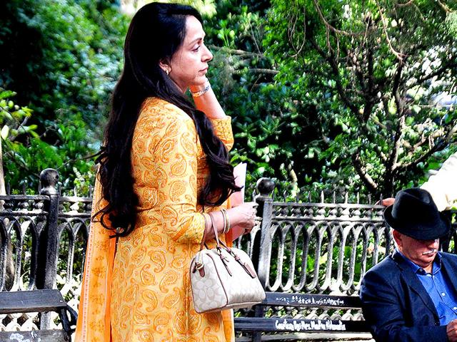 Rameshji wants me to climb trees in Shimla Mirchi: Hema Malini