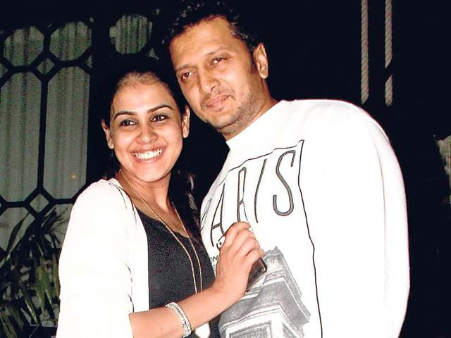 Actor-Riteish-Deshmukh-and-wife-Genelia-with-their-new-born-baby-boy-and-other-family-members-in-Mumbai-PTI