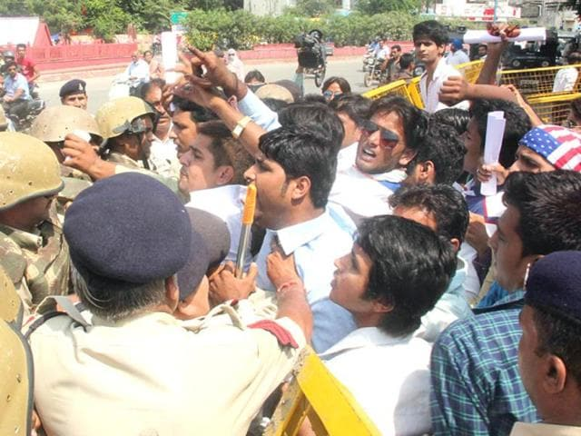 NSUI-workers-clash-with-police-during-a-protest-in-Indore-on-Wednesday-HT-photo