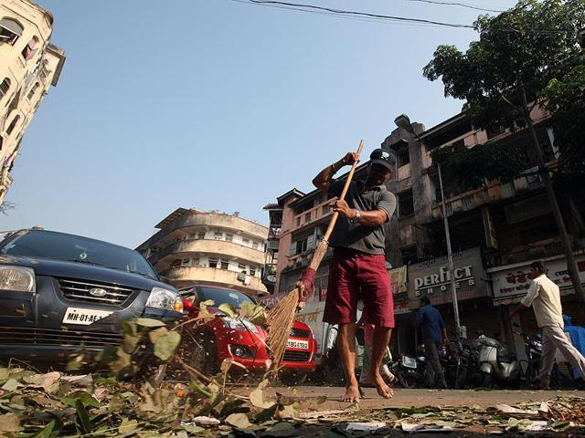Workers sweep a market as they participate in the nationwide Swachh Bharat mission in Mumbai. (Kunal Patil/HT Photo)