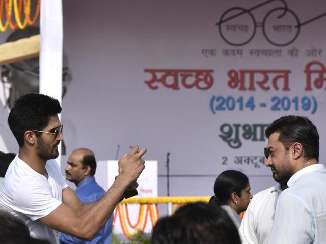 Boxer Vijender Singh singh clicks a photo of actor Aamir Khan as they participated in the nationwide cleanup campaign Swachh Bharat Mission. (Photo by Vipin Kumar/ Hindustan Times)