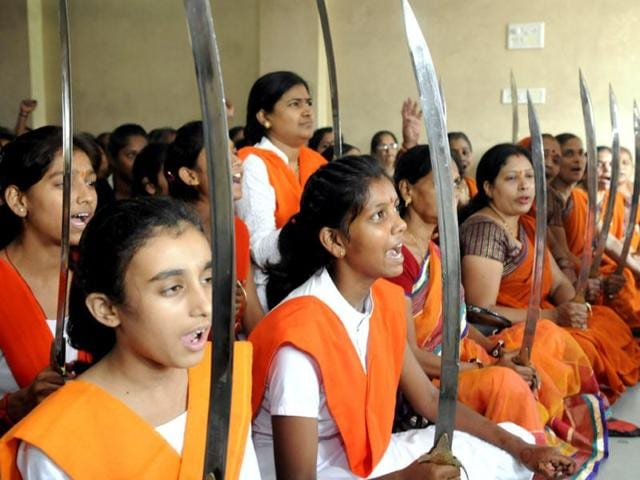 Young-girls-brandish-swords-as-they-pledge-to-defend-the-country-and-their-religion-in-Indore-Amit-K-Jaiswal-HT-photo