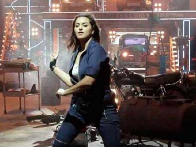 Sonakshi-Sinha-on-the-sets-of-Tevar