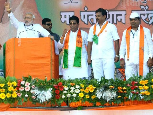 Prime-Minister-Narendra-Modi-shares-dais-with-Shivaji-Kardile-extreme-right-in-white-cap-at-a-public-rally-in-Rahuri-of-Ahmednagar-district-HT-Photo