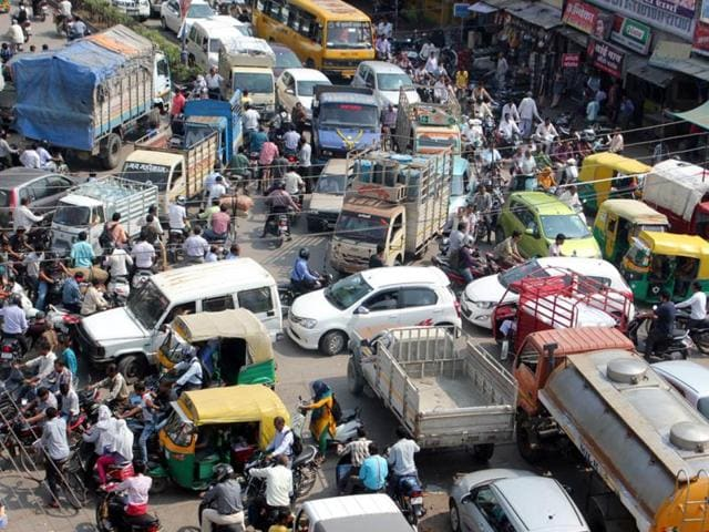 Traffic-jam-near-Astha-talkies-on-MR-9-in-Indore-on-Thursday-Traffic-came-to-halt-at-several-places-in-Indore-on-the-second-day-of-Global-Investors-Summit-Shankar-Mourya-HT-photo