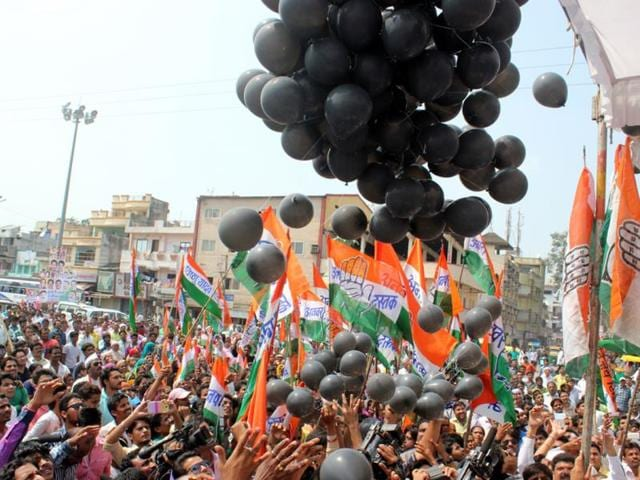 MP-Congress-workers-release-black-balloons-to-protest-against-Global-Investors-Summit-being-held-in-Indore-Shankar-Mourya-HT-photo