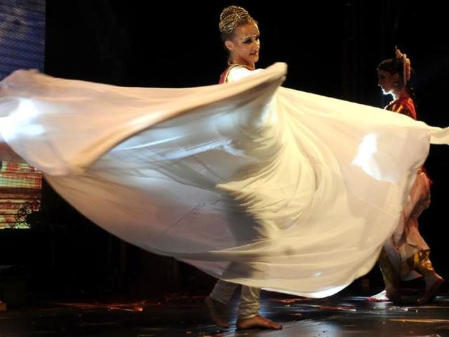A dancer performs at a cultural event organised as part of Global Investors' Summit in Indore. (Amit K Jaiswal/HT photo)