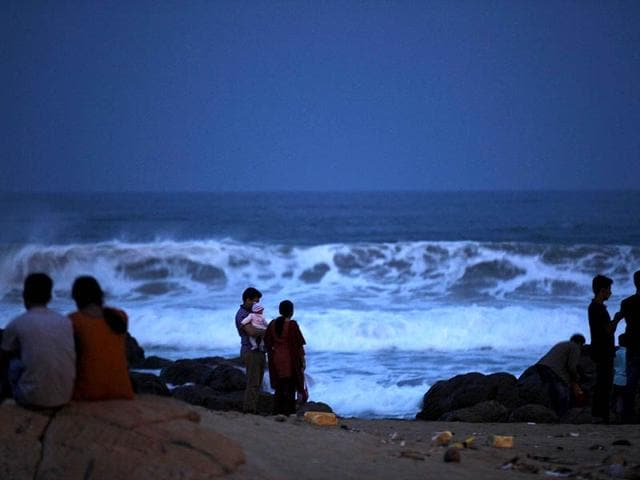 Tourists-have-been-asked-not-to-enter-into-Puri-sea-beach-during-high-tides--as-cyclone-Hudhud-looms-large--HT-photo
