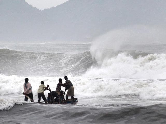 Fishermen negotiate their skiff through rough waves ahead of Cyclone Hudhud on Saturday. (AFP Photo)
