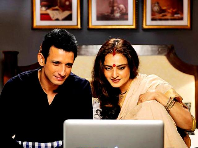 Rekha-and--Sharman-Joshi-in-a-still-from-Super-Nani