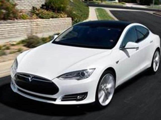 Tesla-launches-Model-S-4WD