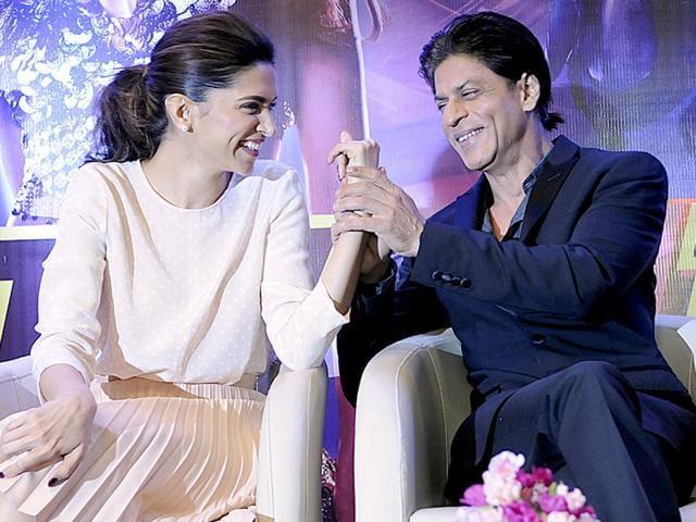 Shah Rukh Khan and Deepika Padukone visit Indore to promote their movie 'Happy New Year'. (Arun Mondhe/HT photo)