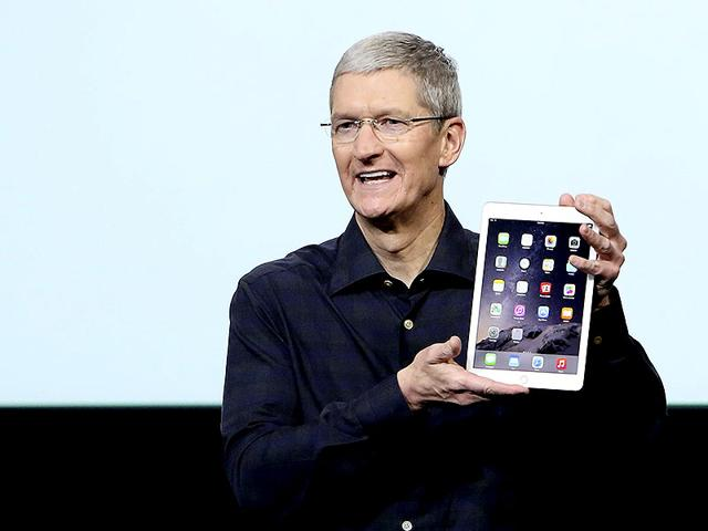 Apple-CEO-Tim-Cook-unveils-the-iPad-Air-2-during-an-event-at-Apple-headquarters-on-Thursday-AP-Photo
