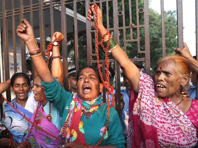 Bhopal-gas-tragedy-victims-protest-outside-Dow-office-in-Mumbai-PTI-file-photo